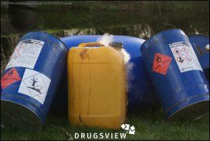 dumping met dampende jerrycan